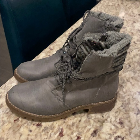 Ladies Gray ankle boots